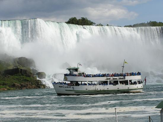 Maid-of-the-mist-in-front