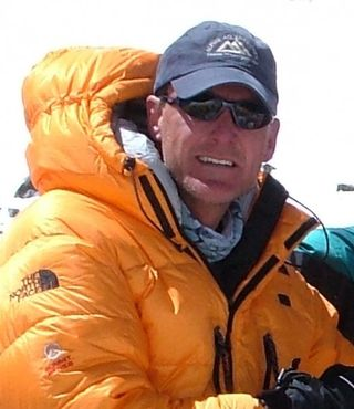 Everest2008withAAIhat