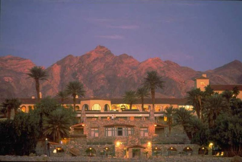 DVFurnace_Creek_Inn_at_dusk