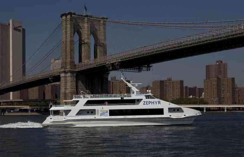 Zephyr goes past the Brooklyn Bridge
