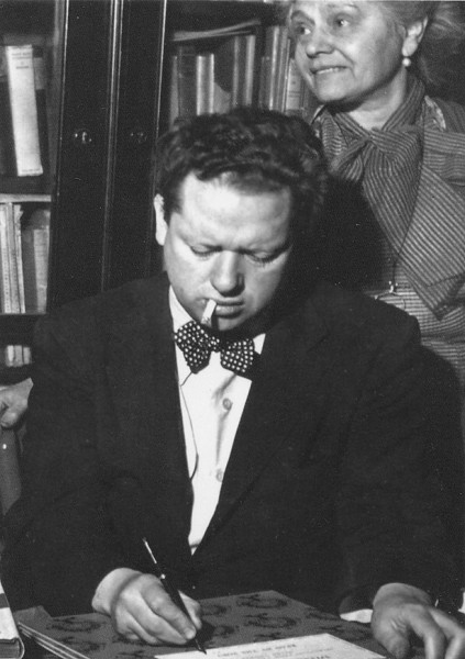 Dylan Thomas © Copyright GD Hackett and Dylan's Bookstore