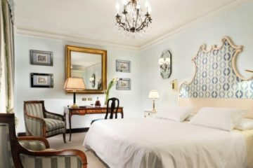 Each room is uniquely decorated, with its own color scheme and artwork. Photo credit: Hotel d'Inghliterra