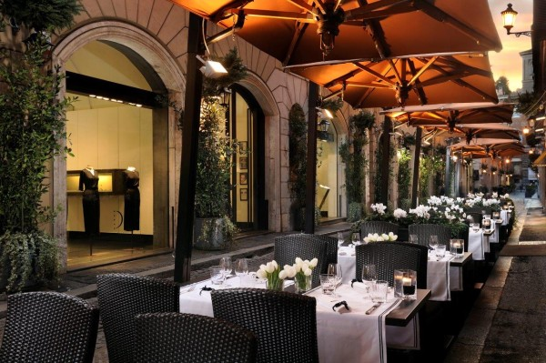 The hotel's Cafe Romano offers al fresco seating along the pedestrian-only Via Borgognona. Photo credit: Hotel d'Inghliterra