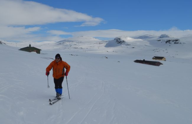 The author skis up toward the hytte.