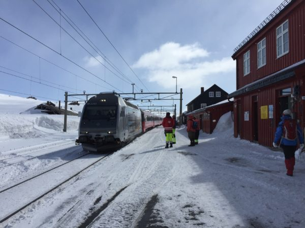 The train arrives in Finse from Oslo.