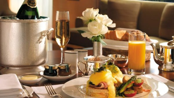 Five Myths about Hotel Room Service – Everett Potter\'s Travel Report
